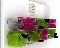 Display sklepowy z pleksi i dibondu na małe produkty