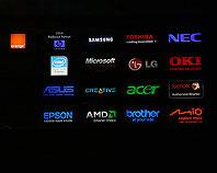 Kasetony podświetlane z logotypami dystrybutorów sprzętu komputerowego