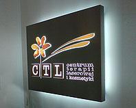 Kaseton reklamowy z dibondu z wypukłą podświetlaną diodami grafiką