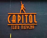 Litery pomarańczowe ze styroduru dla Teatru Muzycznego Capitol