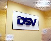 Litery przestrzenne ze styroduru i granatowej pleksi dla firmy DSV
