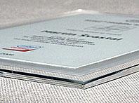 Elegancki certyfikat połaczenie bezbar- wnej pleksi z blachą aluminiową
