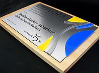 Oryginalny dyplom przestrzenny połą- czenie pleksi, folii i blachy aluminiwej