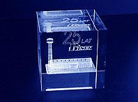 Szklana statuetka pamiątkowa z okazji 25 lat firmy Bisek