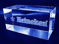 Szklana kostka grawerowana 3d do prezentera promocyjnego dla Heinekena