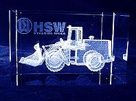 Statuetka pamiątkowa dla klientów Huty Stalowa Wola z wygrawerowaną ładowarką w technologii 3d