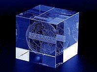 Szklana statuetka z trójwymiarowym grawerem laserowym - prezent dla klientów firmy Karcher