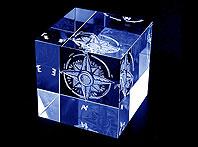 Szklana statuetka z wygrawerowaną trójwymiarową Różą Wiatrów