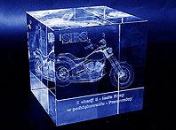 Szklana statuetka z motocyklem- podziękowanie pracowników na pięciolecie firmy