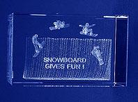 Szklana statuetka nagroda w konkursie Snowboard Gives Fun