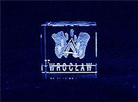 Logo Wrocławia w szklanej kostce
