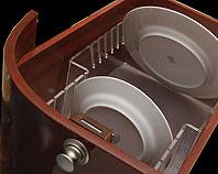 stojak z bezbarwnej pleksi do mocowania talerzy w szufladzie na jachcie