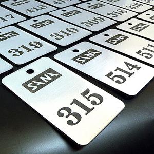 numerek do kluczy grawerowany na laminacie