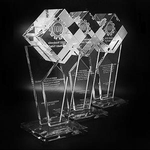 szklana statuetka