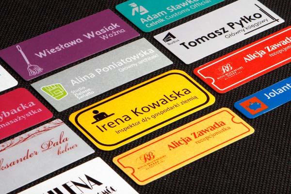 Zastaw drukowanych identyfikatorów imiennych