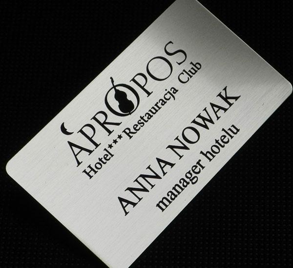 Srebrno czarny identyfikator dla pracownika hotelu, restauracji. clubu