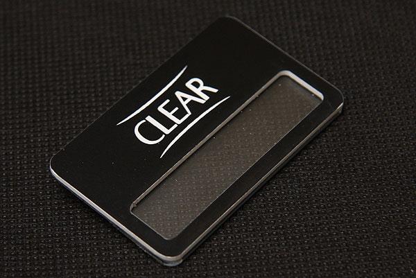 Czarny grawerowany identyfikator z okienkiem dla firmy Clear bez wizytówki z imieniem i nazwiskiem
