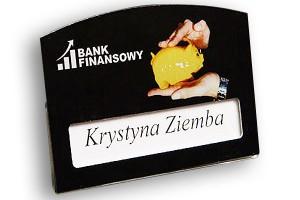 Identyfikator z okienkiem dla pracowników banku