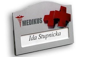 Identyfikator z okienkiem dla centrum medycznego Medikus