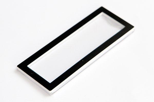 Identyfikator z wymienną etykietą z imieniem - czarna ramka