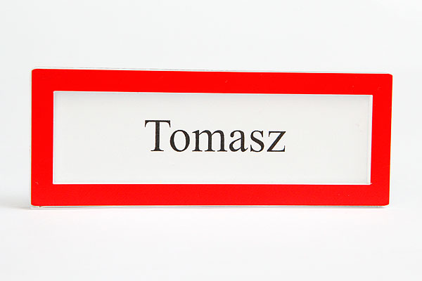 Czerwona ramka identyfikator na wymienną wizytówką