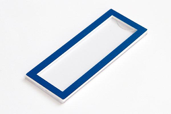 Identyfikator z wymienną imienną etykietą - niebieska ramka
