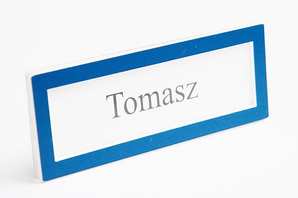 Ramka na wymienny identyfikator z nazwiskiem niebieska
