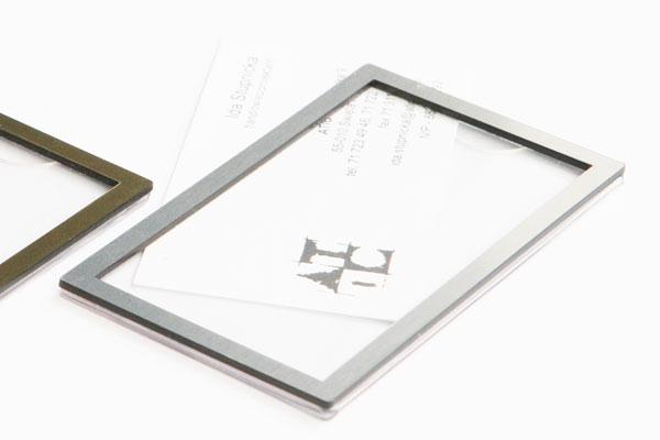 Srebrna ramka identyfikatora na wizytówkę