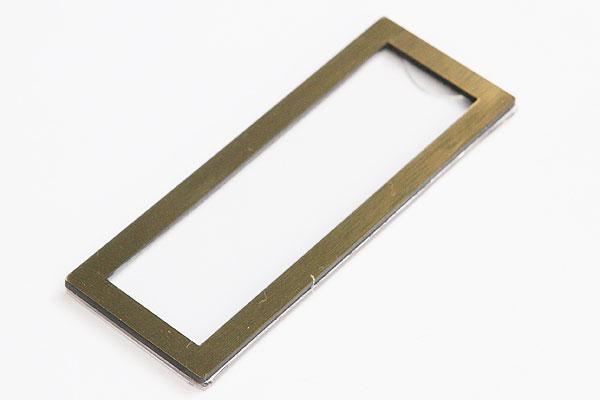 Identyfikator z wymienną etykietą - złota ramka