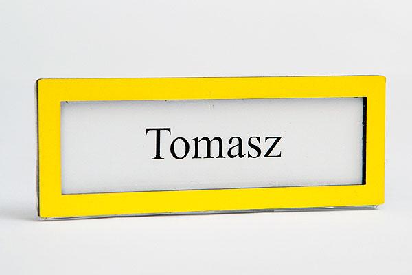 Żólta ramka z okinekiem identyfikator z wymienną wizytówką