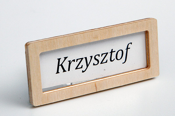 drewniana ramka do identyfikatora