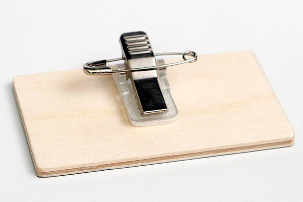 drewniany identyfikator zapinka żabka
