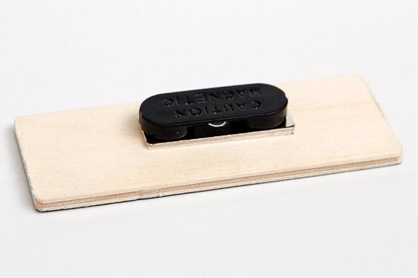 drewniany identyfikator zapinka magnetyczna