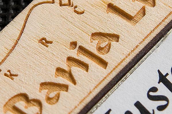 Grawerowanie drewna identyfikator firmowy