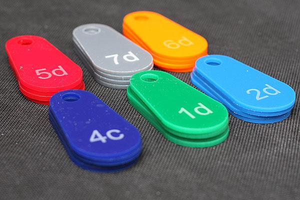 Grawerowanie pleksi wzory kolorów numerków do przymierzalni