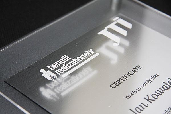Grawerowanie pleksi certyfikat dla firmy
