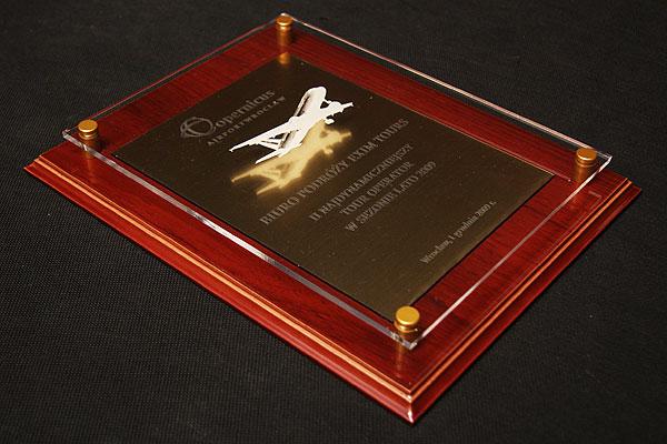 Grawerowanie plexi nagroda dyplom dla firmy