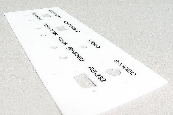 Grawerowanie pleksi biały panel audio