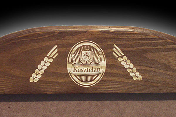Grawerowanie drewna ramka na plakat dla firmy Kasztelan