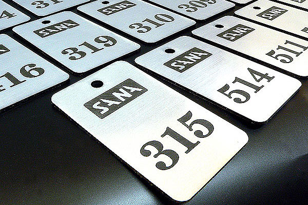Laserowe grawerowanie numerków