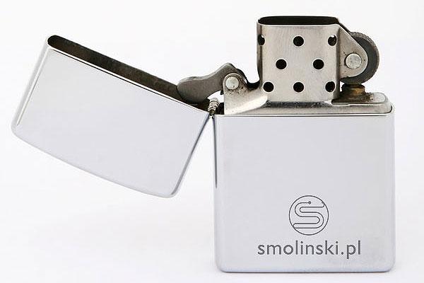 Grawerowanie srebrnej zapalniczki