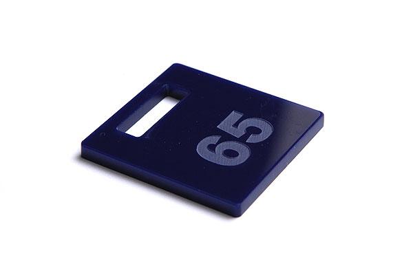 Numerek do szatni lub do kluczy na granatowej pleksi