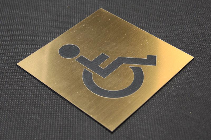 Tabliczka piktogram na drzwi na toaletę dla niepełnosprawnych