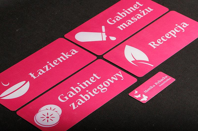 Metalowe numerki dla gabinetu kosmetycznego