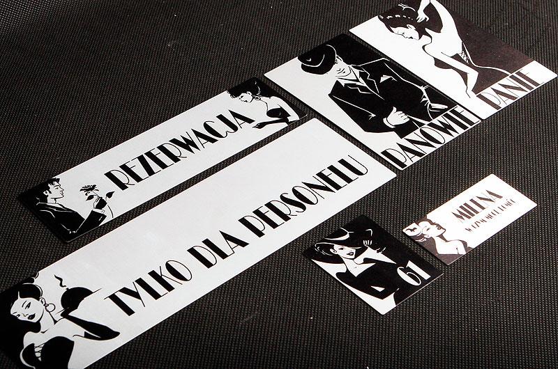 Metalowe numerki dla restauracji w kolorze srebrno czarnym