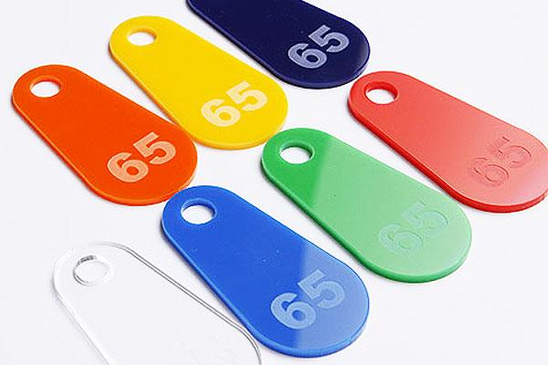 Kolorowe numerki zawieszki do kluczy