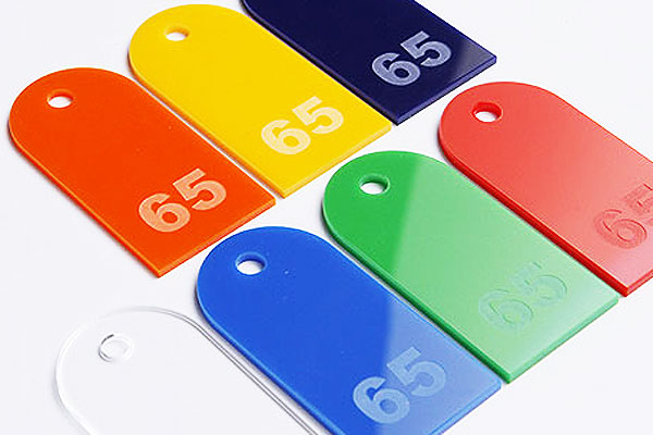 Kolorowe numerki do szatni z pleksi