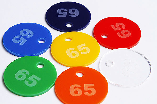 Okrągłe kolorowe numerki do szatni