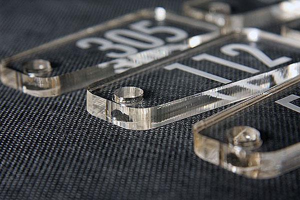 Tani numerek do szatni lub kluczy grubośc 8 mm