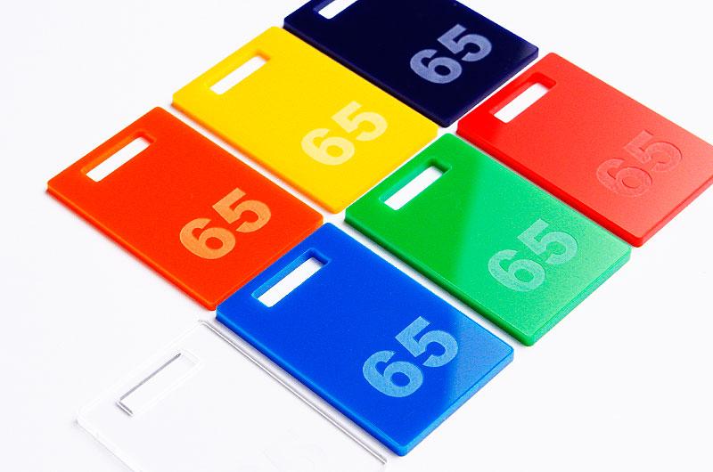 Numerki do kluczy lub szatni z pleksi wzór kształtu prostokąt z prostokątnym otworem